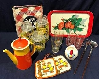 Vintage Kitchen Lot #2 https://ctbids.com/#!/description/share/275982