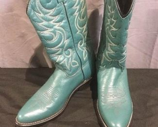Turquoise Lady's Cowboy Boots https://ctbids.com/#!/description/share/275835