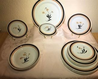 Syracuse China https://ctbids.com/#!/description/share/276032