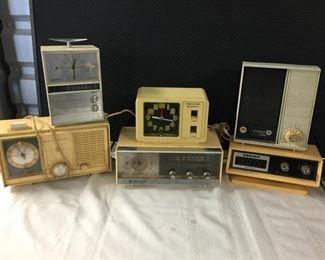 Vintage Radio & Clocks https://ctbids.com/#!/description/share/275265