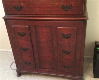 Antique chest of drawers $50