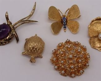 JEWELRY Assorted Gold and Silver Brooches