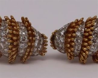 JEWELRY Pair of David Webb kt Gold Platinum
