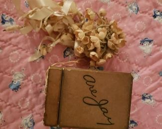 Are Jay box with doll bridal flowers