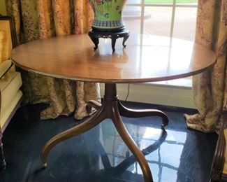 Mahogany oval pedestal table, appr 49 inches wide by 41 inches deep by 28 1/2 tall