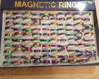 tray of 100 magnetic rings