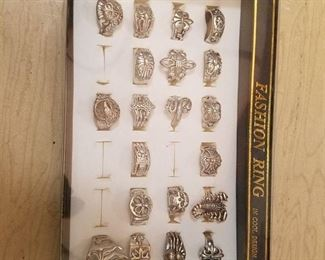 20 assorted rings