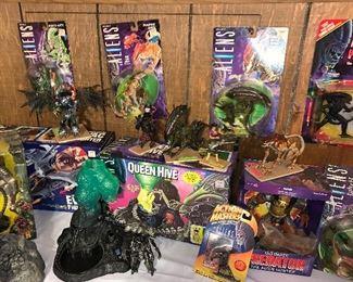 Aliens figurines
