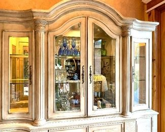 Gorgeous Display/China Cabinet!