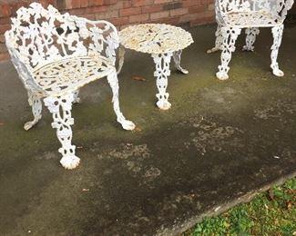 Nice 4-piece cast iron garden set