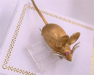 18K gold mouse pin with ruby eyes