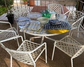 Nice patio table with 6 chairs. Good condition