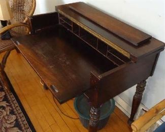 AMAZING WRITING DESK