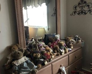 Great dresser loaded with Boyd's bears