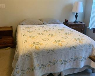 QUEEN SIZE BED WITH GORGEOUS HANDMADE QUILT