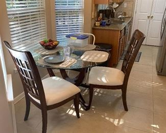 NICE KITCHEN TABLE AND 4 CHAIRS