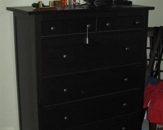 NICE BEDROOM CHEST OF DRAWERS