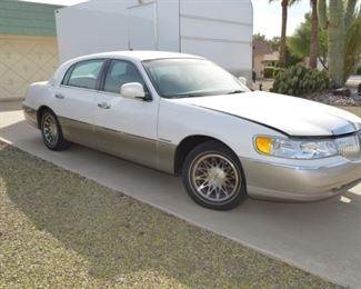 2000 Lincoln Towncar Signature Series, 24K miles