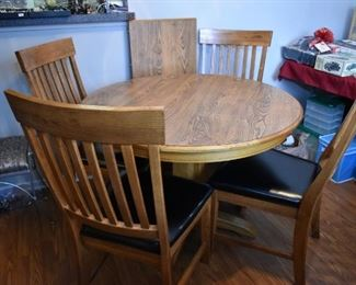 Table w/1 leaf & 4 chairs