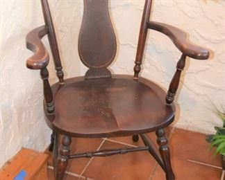 NICE WOOD ARM CHAIR