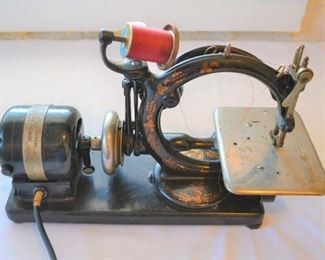 WILLCOX & GIBBS SEWING MACHINE COMPLETE WITH CASE