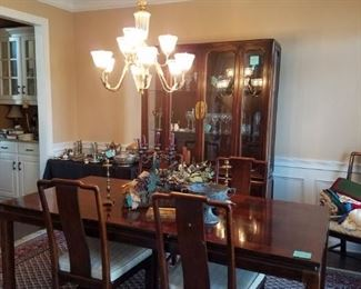 American by Martinsville dining room table with two leaves and six chairs