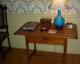 Tavern table and trinkets