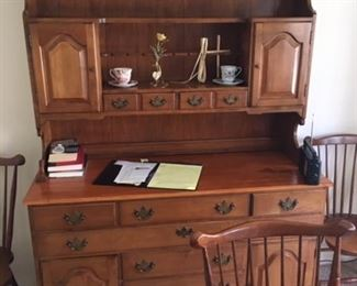 Dining room hutch- excellent condition!