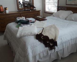 Full size Thomasville Bedroom Set, Mid Century Modern.