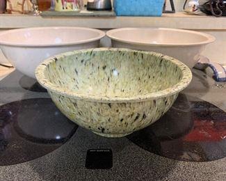 Texas-aware plastic mixing bowls