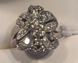 Diamonds 14k White Gold vintage ring (3 at top, good size)