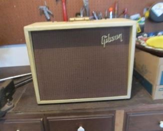 Gibson guitar amp, currently not operating