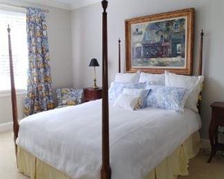 $800 Mahogany pencil post queen bed