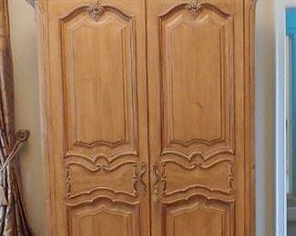 $800 Kreiss Cambridge armoire