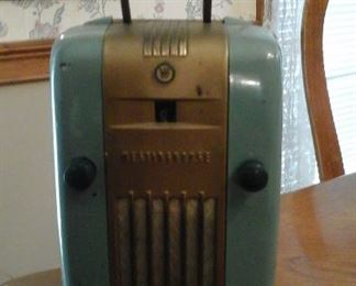 "Vintage Westinghouse H-125"" little jewel"" tube am radio (has power)"