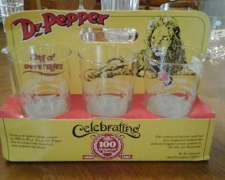 Dr. Pepper celebrating 100 years 1885 - 1985 set of six glasses and carrier