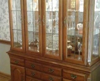 oak china cabinet by Stanley furniture co. Leaded glass doors, glass shelves and lights