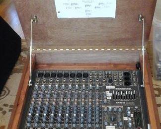 Mackie cfx12 MKII live sound mixer