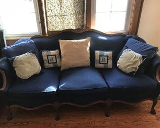 Parlor couch w/pillows