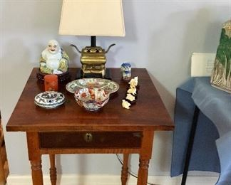 One of several side Tables - Lamps - Porcelain ....