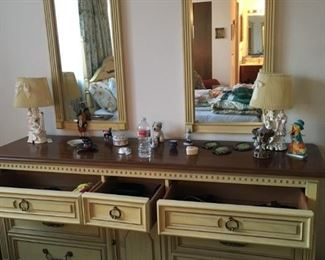 Stanley dresser with double mirrors