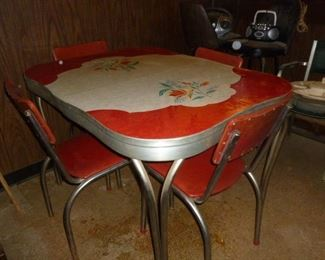 Cool retro table & chairs w/leaf