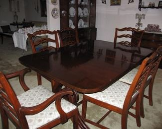 Drexel Dining Room with 6 Chairs