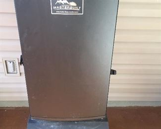 Masterbuilt Electric Smoker & Stand...