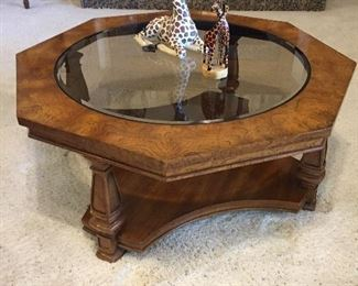 Glass Top Coffee Table, Lots of Nice Accesssories...