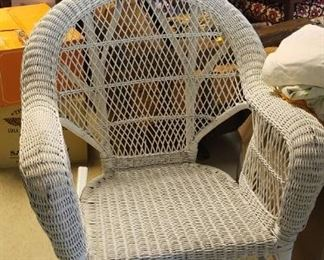 White Wicker Chair. Very nice condition.