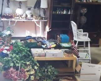 Coffee tables, gift sets, gloves, winter scarves, blinds, bells, rooster and bird decor