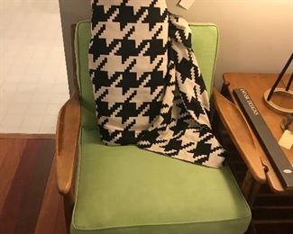 Russel Wright Connant Ball Arm Chairs & Magazine Rack Side Table ~ Bolt Of Mod Hounds Tooth Fabric ~ Black & White