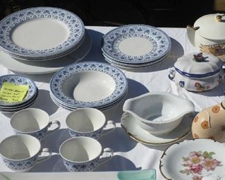 NEIMAN MARCUS SET OF PORCELAIN SERVING FOR 4