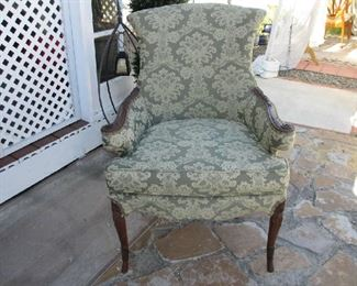 BEAUTIFUL ARMED ANTIQUE CHAIR